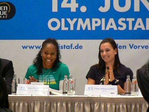 Richards and Isinbeyeva at the press conference